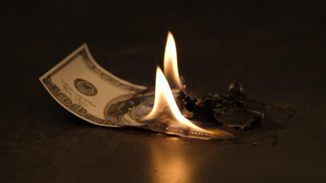vidéos et rushes de dollar américain en feu - brûler