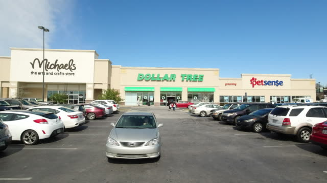 vídeos de stock e filmes b-roll de dollar tree stores, inc., formerly known as only $1.00, is an american chain of discount variety stores that sells items for $1 or less.... - shopping centre