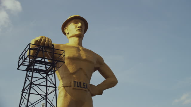 dolly golden driller: titanic oil man statue, the largest statue in the world and oklahoma's official state monument - male likeness stock videos & royalty-free footage