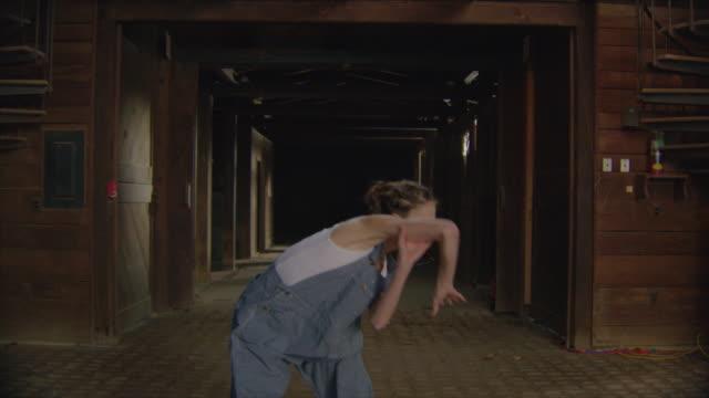 dolly jib arm shot of two dancers in wooden barn - アルスター郡点の映像素材/bロール