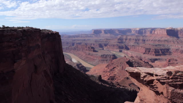 dolly motion overlooking the green river from dead horse point near moab utah. - river green stock videos & royalty-free footage