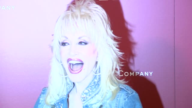 dolly parton at the 2006 weinstein company pre-oscar party at the pacific design center in west hollywood, california on march 4, 2006. - oscar party点の映像素材/bロール