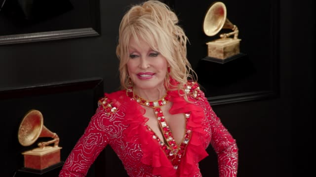 stockvideo's en b-roll-footage met dolly parton at the 61st grammy awards arrivals at staples center on february 10 2019 in los angeles california editorial - grammy awards