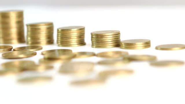 Dolly: Savings, increasing columns of gold coins.