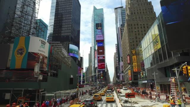 vídeos de stock, filmes e b-roll de dolly shot aerial grand view of times square in new york city - times square manhattan