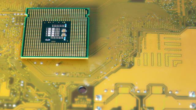 4 k ドリー ショット: cpu コンピューター マザーボード - 中央演算処理装置点の映像素材/bロール