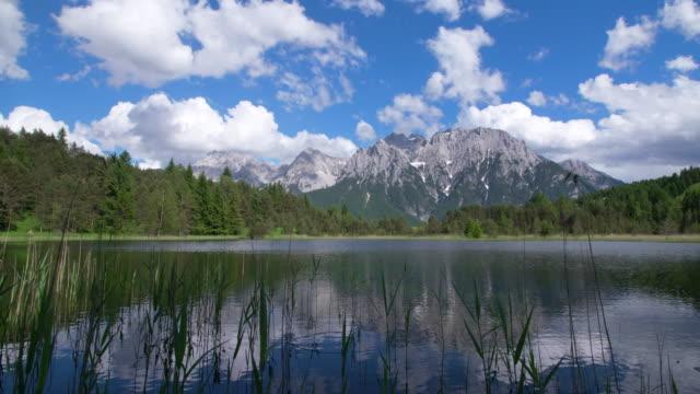 dolly shot. lake luttensee with karwendel mountain range. mittenwald, garmisch-partenkirchen, luttensee, karwendel, werdenfelser land, upper bavaria, bavarian alps, bavaria, germany, europe. - garmisch partenkirchen stock videos and b-roll footage
