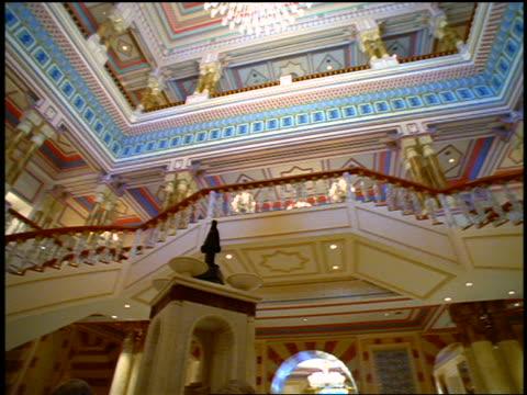 vídeos y material grabado en eventos de stock de dolly shot low angle pan ornate lobby of palace with staircases, balconies + lamps / istanbul, turkey - palacio interior
