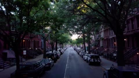 vídeos y material grabado en eventos de stock de dolly shot of a quiet block in brooklyn. - new york city