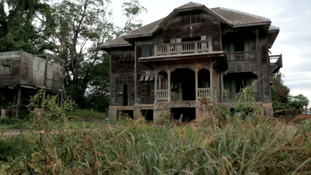 dolly shot of abandoned old house - absence stock videos & royalty-free footage