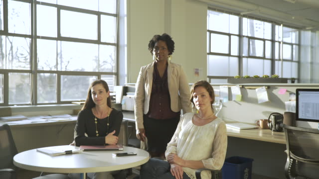 dolly shot of confident businesswomen in office - kleine personengruppe stock-videos und b-roll-filmmaterial