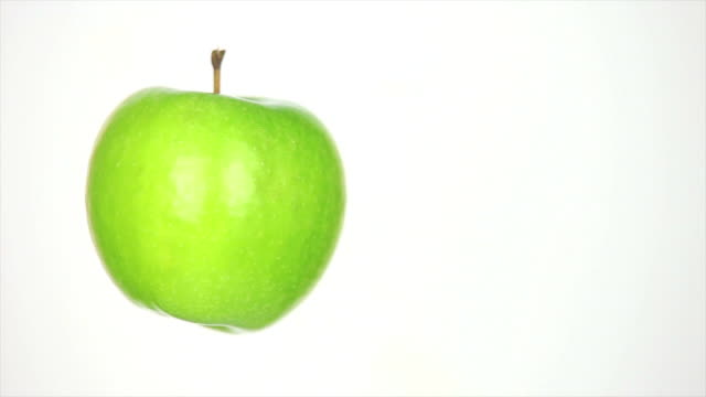 dolly shot of rotating apple isolated on white - textfreiraum stock videos & royalty-free footage