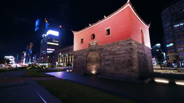 北ゲートの台北市、台湾のドリー ショット - taipei点の映像素材/bロール