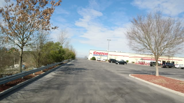 dolly shot of winter costco store in north georgia usa - dolly shot stock videos & royalty-free footage