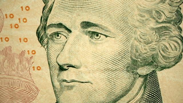 dolly shot showing extreme detail of alexander hamilton's engraving on the $10 dollar bill - banconota da 10 dollari statunitensi video stock e b–roll
