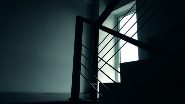 vídeos de stock e filmes b-roll de 4k dolly shot: stairs in the building - degraus