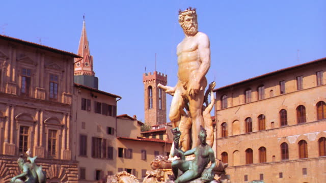 dolly shot the fountain of neptue in piazza della signoria by bartolomeo ammannati / florence, italy - florence italy stock videos & royalty-free footage