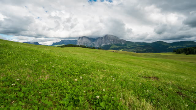 dolly shot time lapse, moving cloud at seiser alm, dolomites - seiser alm stock videos & royalty-free footage