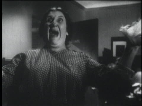 b/w 1947 dolly shot to middle aged woman in office looking up + screaming in terror - angst stock-videos und b-roll-filmmaterial
