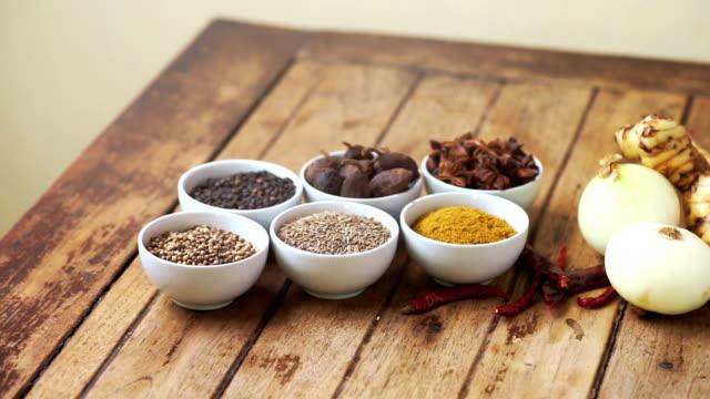 stockvideo's en b-roll-footage met dolly shot: verscheidenheid van kruiden en specerijen op de keukentafel. - curry powder