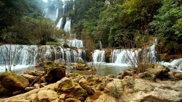 dolly shot waterfall theelorsu in deep forest - nöjesridning bildbanksvideor och videomaterial från bakom kulisserna