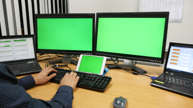 Dolly shot:Laptop and monitor Display with a Green Screen
