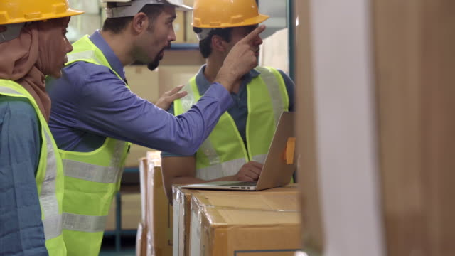 4k uhd dolly : white middle east warehouse manager assign job to interracial asian islam and indian worker with laptop. warehouse working concept. - oregon coast stock videos & royalty-free footage