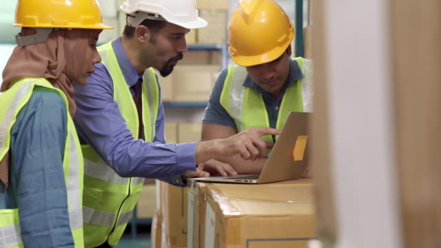 4k uhd dolly : white middle east warehouse manager assign job to interracial asian islam and indian worker with laptop. warehouse working concept. - middle east stock videos & royalty-free footage