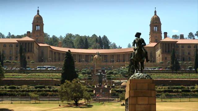 dollying w/s union buildings/ pretoria/ south africa - politics background stock videos & royalty-free footage