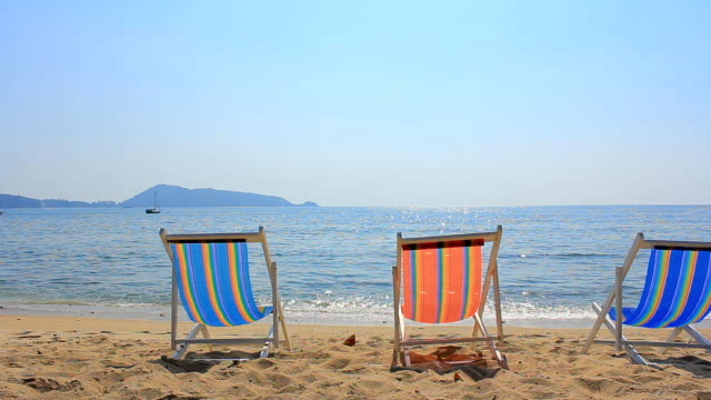 hd dolly:sun chairs on the beach - parasol stock videos & royalty-free footage