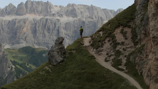 Dolomieten scenics weergave: man wandelen