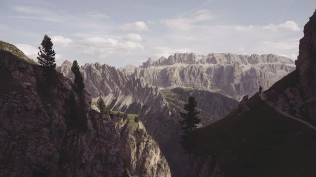 Dolomiten-Landschaften-Ansicht: Mann Wandern
