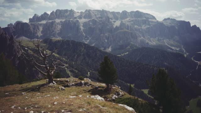 dolomites scenics view - val di fassa video stock e b–roll