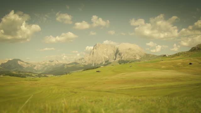 Dolomites Timelapse: Sassopiatto and Sassolungo from Siusi Highland