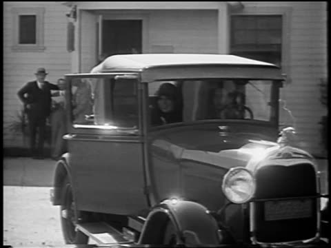 vídeos y material grabado en eventos de stock de dolores del rio getting out of car / newsreel - 1928