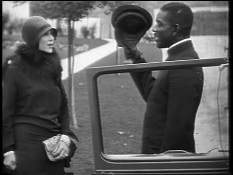 vídeos y material grabado en eventos de stock de dolores del rio talking to black chauffeur + entering limousine / newsreel - 1928