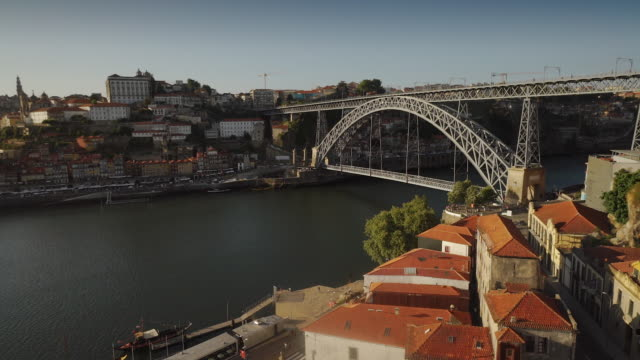 dom luís i bridge, sunny day - porto, portugal - railway bridge stock videos & royalty-free footage