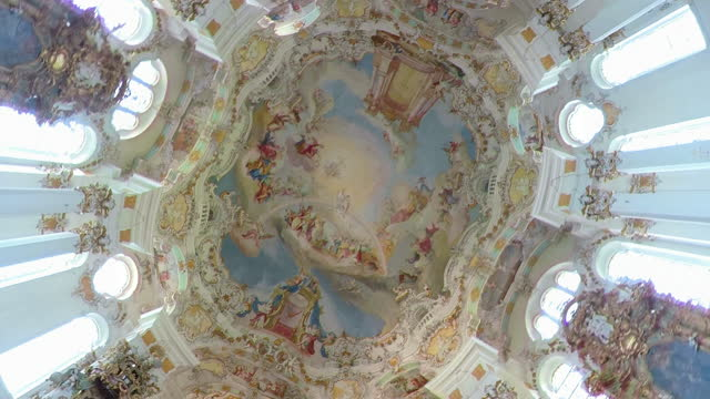 vídeos de stock, filmes e b-roll de pan/zi/ dome fresco of pilgrimage church of wies - domo