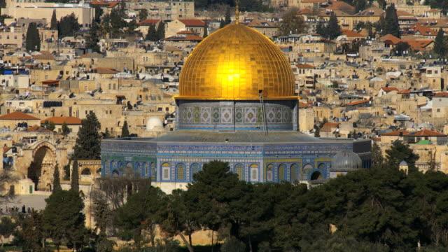 stockvideo's en b-roll-footage met ms tu dome of rock glowing in morning sun / jerusalem, judea, israel - rotskoepel