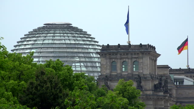 dome of the reichstag building, berlin, germany - german flag stock videos & royalty-free footage