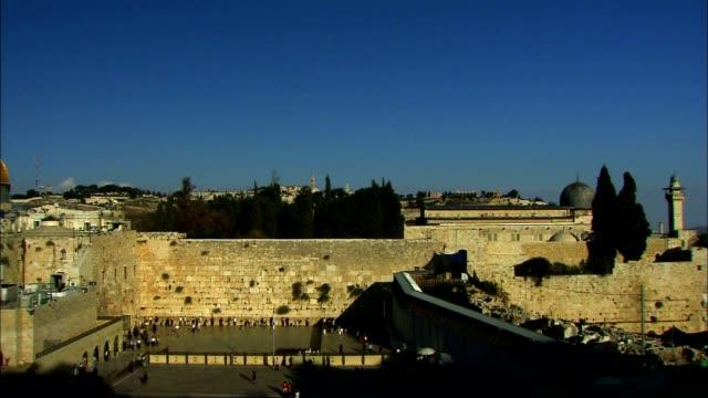 vídeos de stock, filmes e b-roll de cúpula da rocha e muro das lamentações - israel