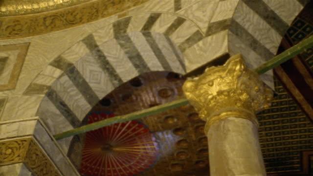 cu, pan, la, dome of the rock interior, jerusalem, israel - jerusalem stock-videos und b-roll-filmmaterial