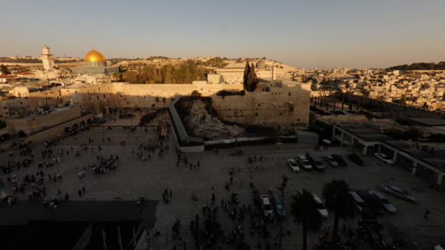 dome of the rock time-lapse from the jewish quarter at sunset. - jerusalem stock-videos und b-roll-filmmaterial
