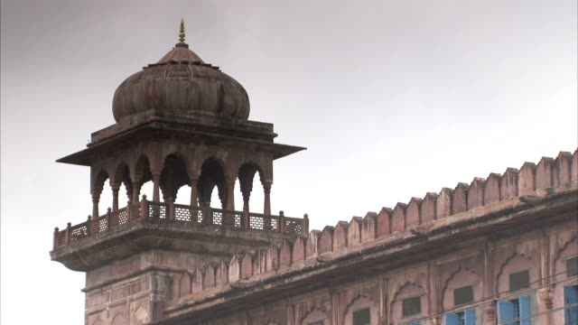 stockvideo's en b-roll-footage met a dome-covered balcony characterizes a building in bhopal, india. available in hd. - bhopal