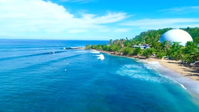 vídeos de stock, filmes e b-roll de domes beach in rincón puerto rico - porto riquenho