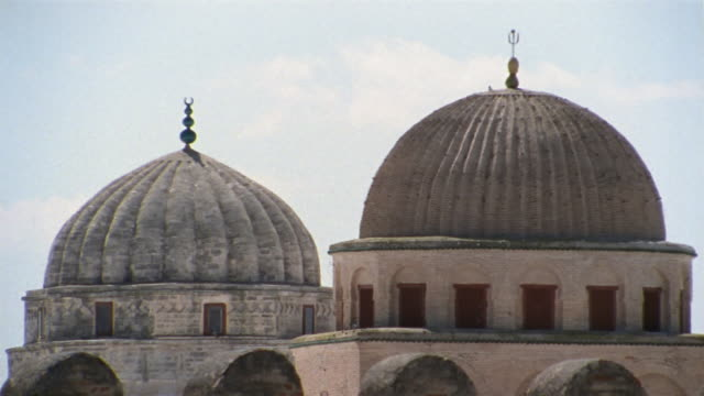 cu, domes of great mosque, kairouan, tunisia - ca. 7 jahrhundert stock-videos und b-roll-filmmaterial