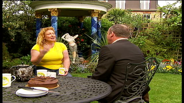 domestic gardens to be opened to the public reporter through garden with charlie dimmock charlie dimmock interview sot - charlie dimmock stock videos & royalty-free footage