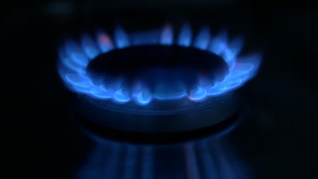 domestic gas hob - ガスコンロ点の映像素材/bロール