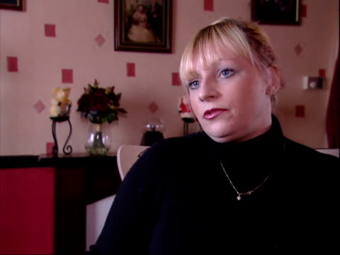 vídeos de stock e filmes b-roll de london ruth aitken interview sot sometimes men are arrested but not charged/ sometimes men are arrested then allowed to leave police station and... - domestic room
