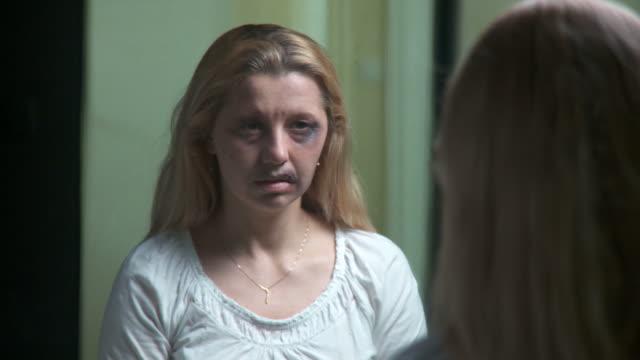 dolly hd: häusliche gewalt in ruhe - dolly shot stock-videos und b-roll-filmmaterial